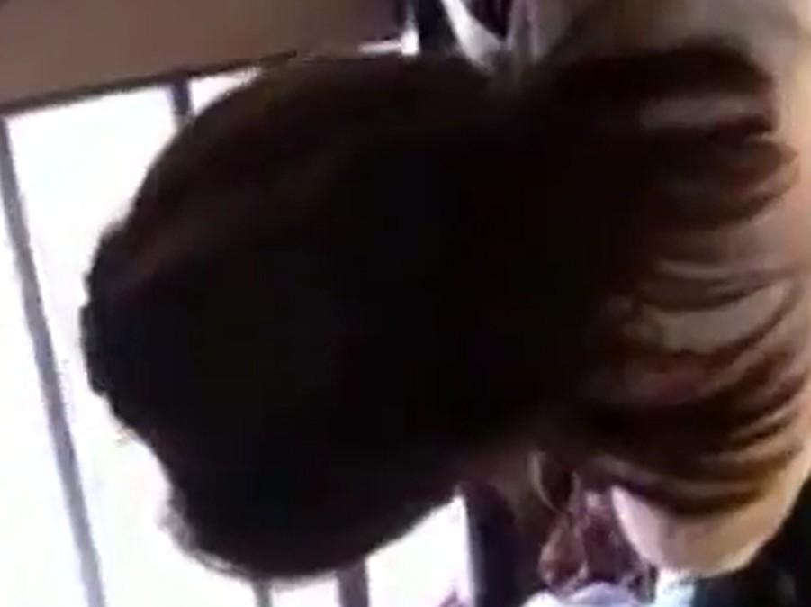 คลิปนักศึกษาสาวสวยโดนหนุ่มโรคจิตลวนลามบนรถเมล์ เอาควยถือก้นนศ.ชัดเจน!!
