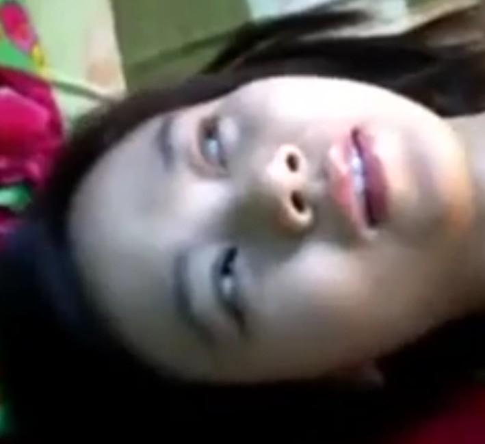 คลิปหลุดมาจากไลน์สาวบ้านนอนช่วยตัวเองเสียวจนน้ำตาเล็ดเลย!!