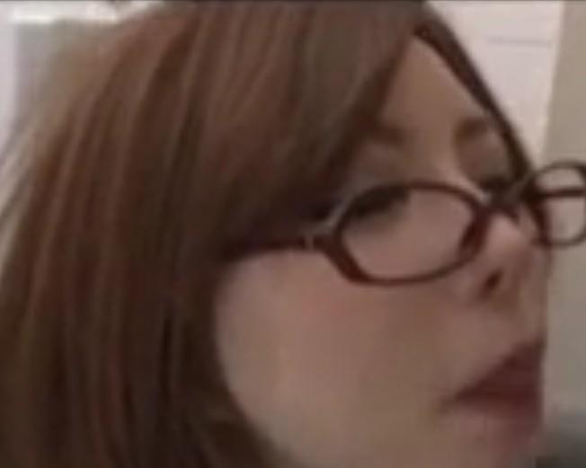 คลิป – คุณครูสาวแว่นสุดเซ็กซี่ โม๊กให้นักเรียนแตกคาปากเลยจ้า