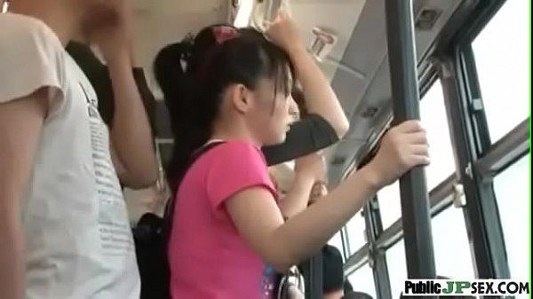 นักเรียนโดนเอาบนรถเมล์