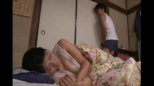 แม่เลี้ยงนอนนมหก โดนลูกเย็ด
